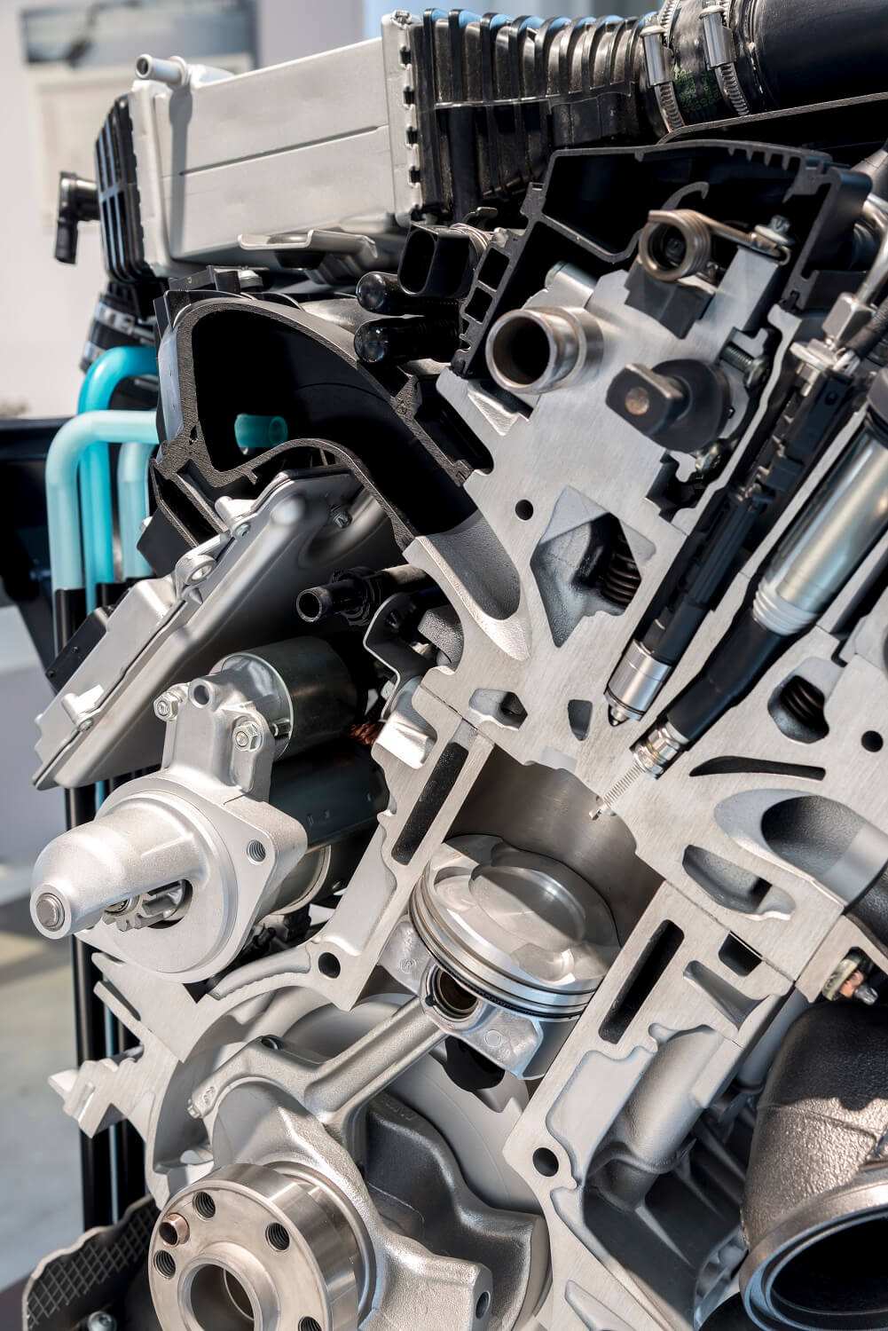 BMW direct water injection cools combustion temperatures in Turbo engine