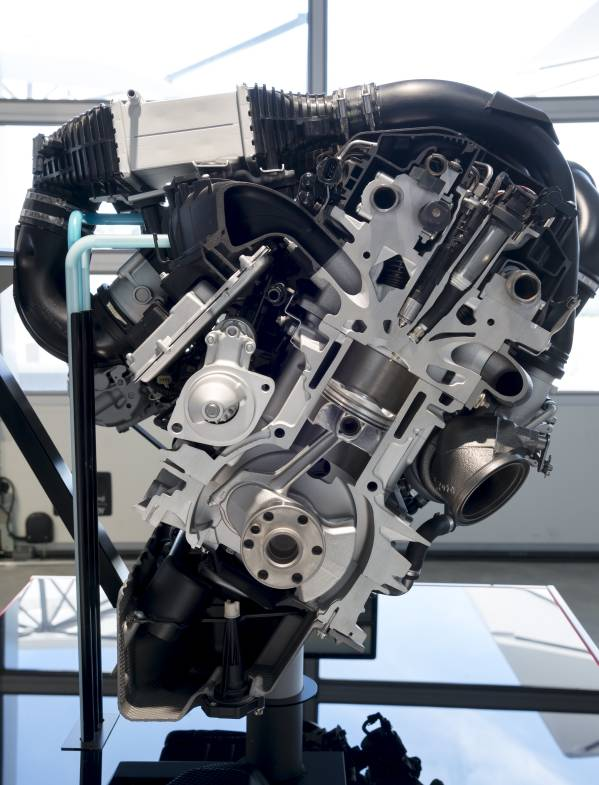 Direct-Water-Injection-Technology-on-BMW-3-cylinder-engine